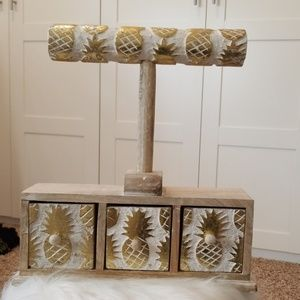 Pineapple Jewelry Stand Gold